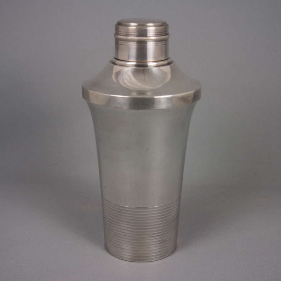 Vintage ribbed deco silver plated cocktail shaker. W8494