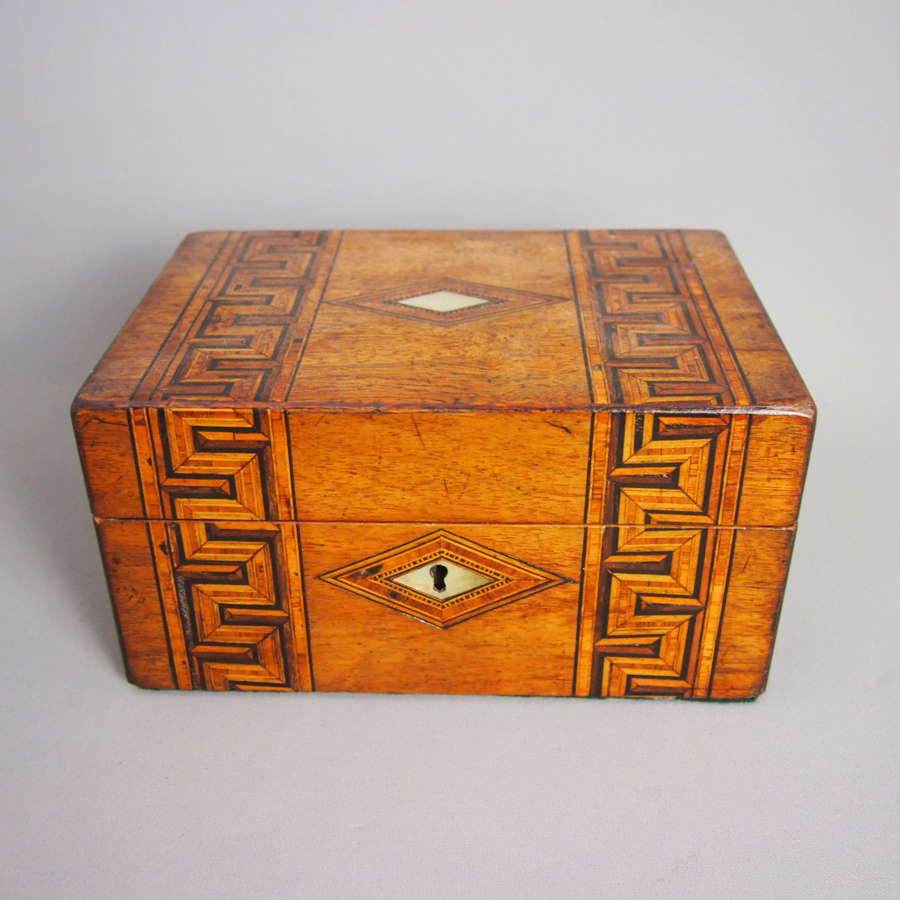 Vintage inlaid wooden box. W8523
