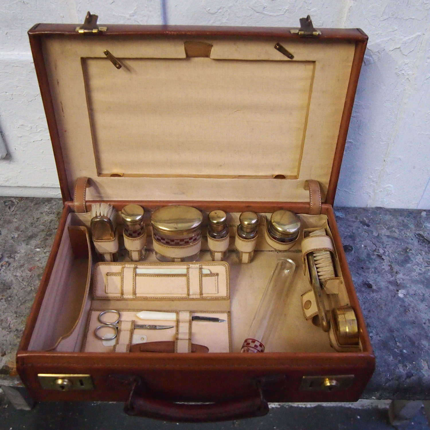 Brown Hide Small  Vintage Case with Fitted Interior. W8535