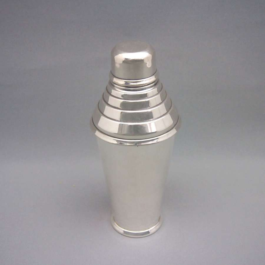 Deco Ridged Top Silver Plated Cocktail Shaker W8552