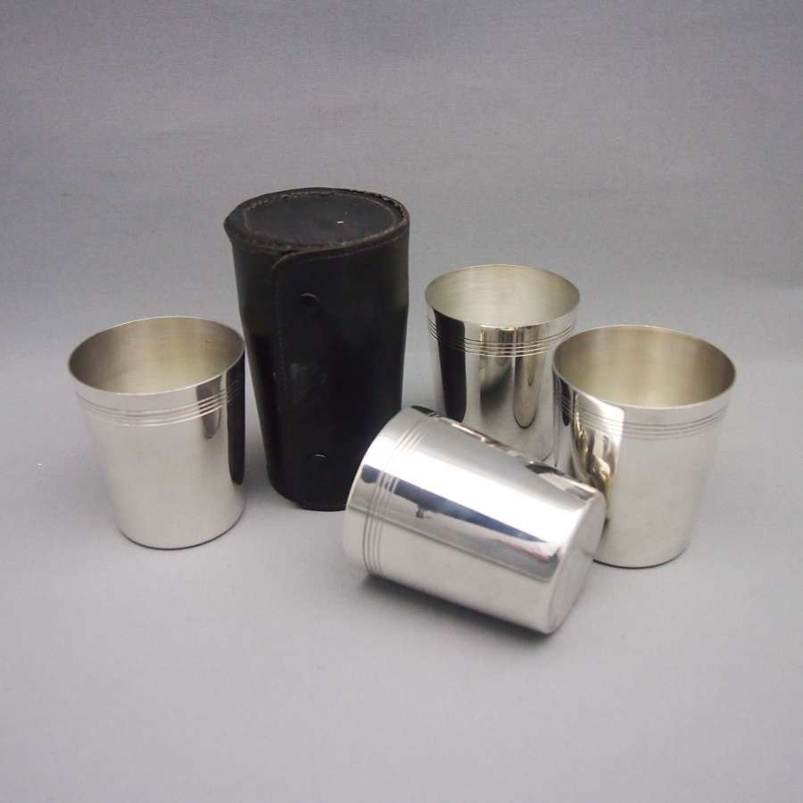 Set of 4Vintage Drinking Cups in a Leather Travel Case W8553