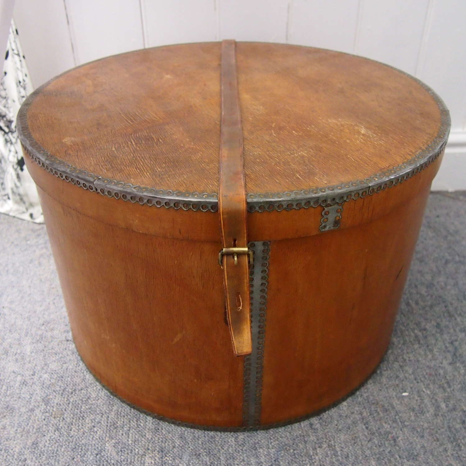 Large Circular Wood  Hat Box W8568
