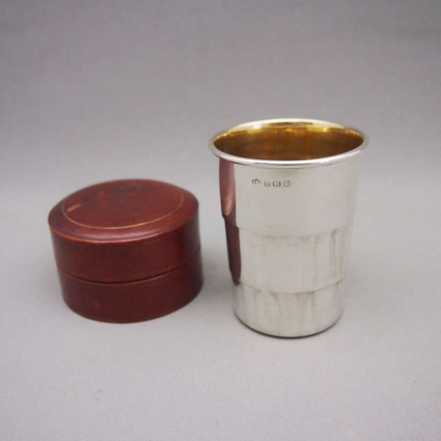 Rare Silver Colapsible cup in Original Leather Case W8585