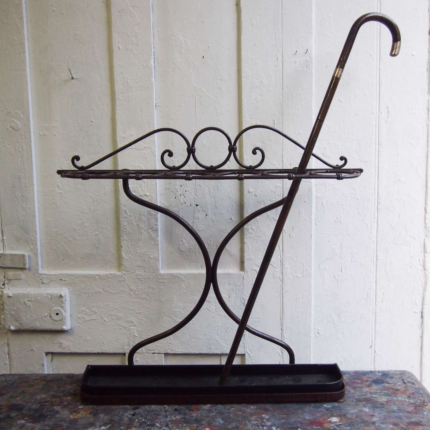 Vintage Iron Loop Top Narrow Walking Stick Stand .W8615