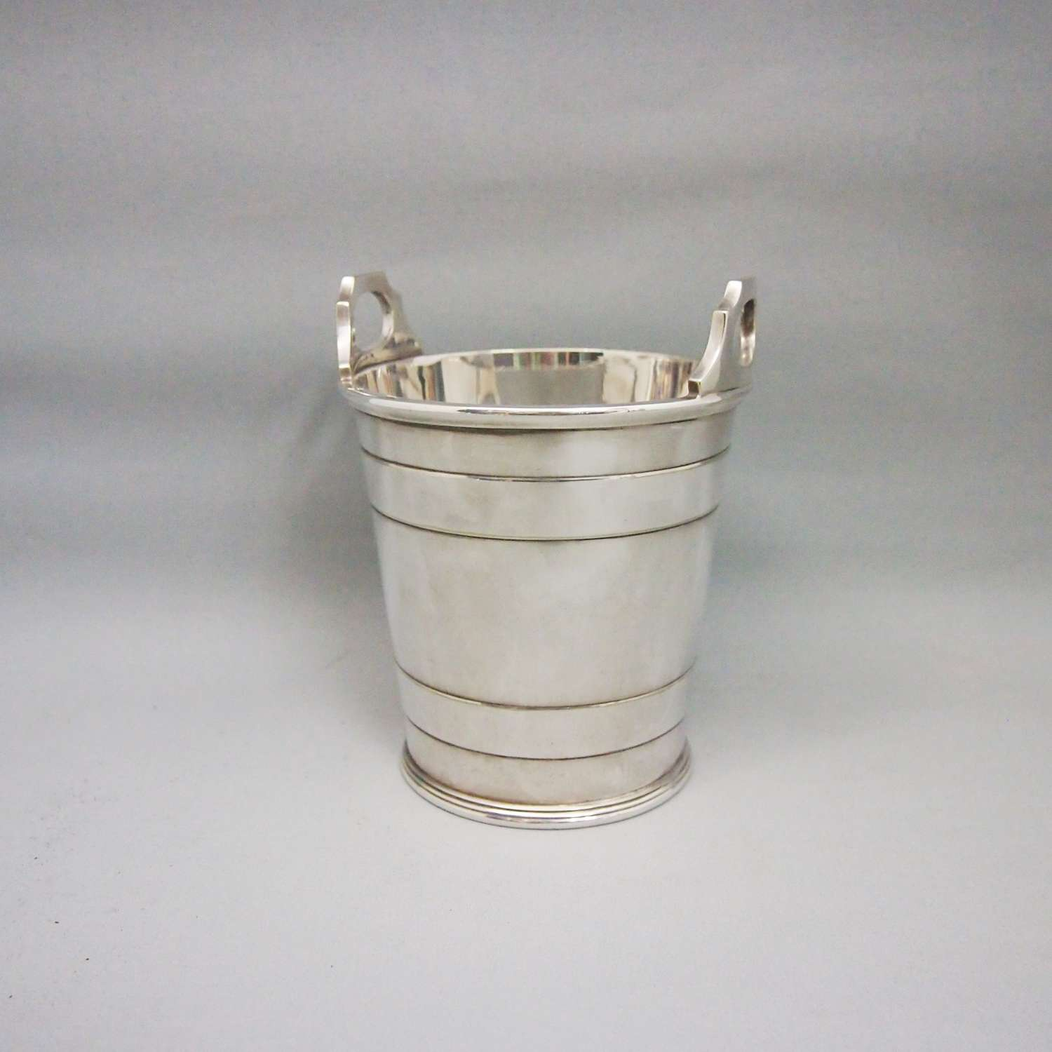 Vintage Silver Plated Classic Ice Bucket.W8628