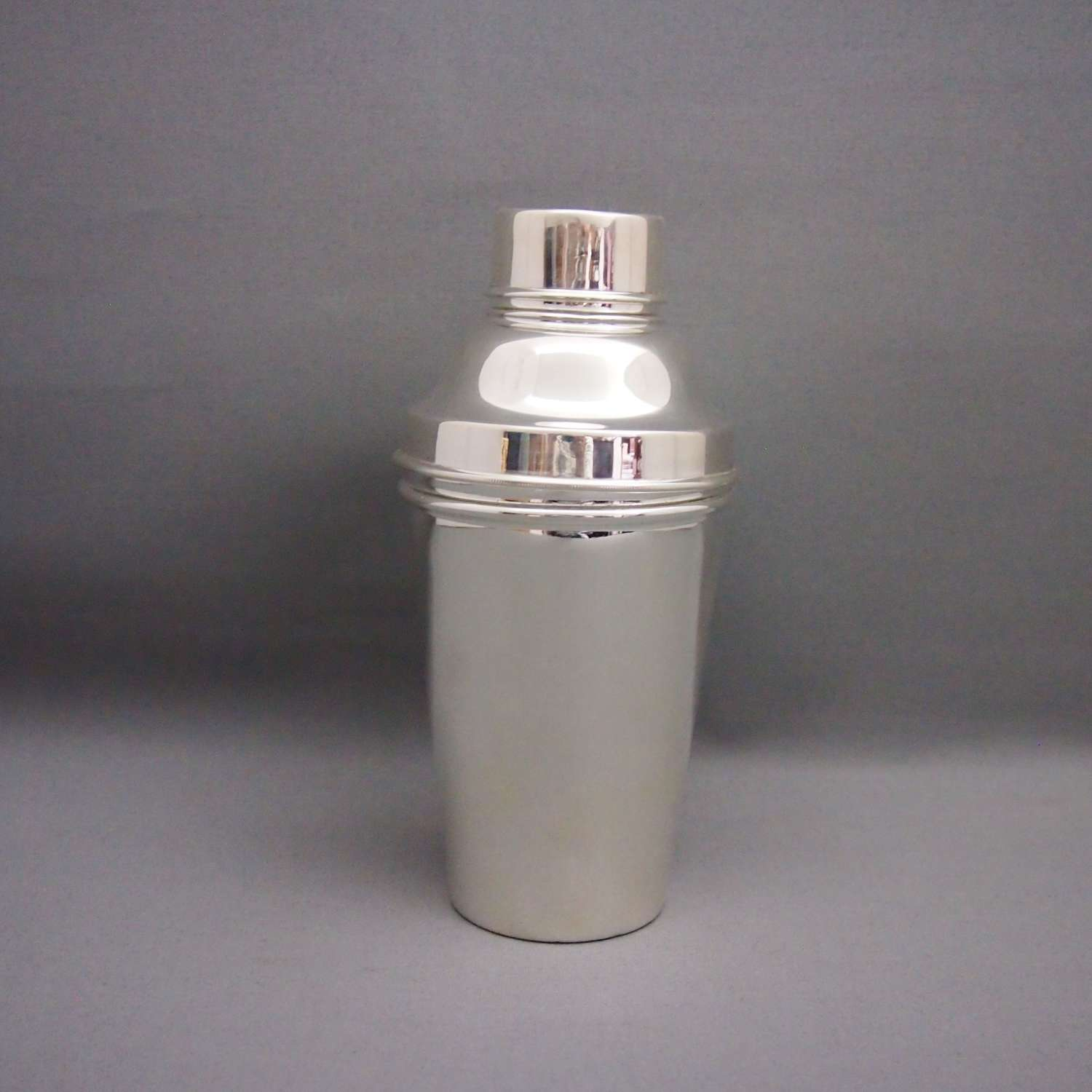 Silver Plated Vintage  Classic Cocktail Shaker W8671.